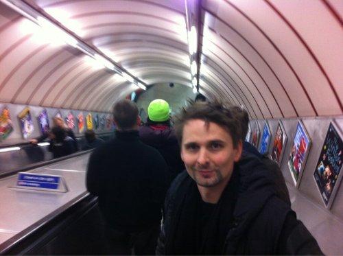 Matt Bellamy dans le métro