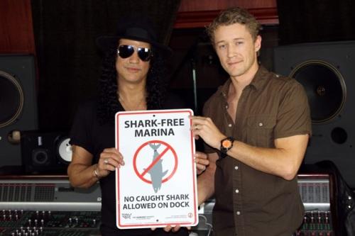 Slash et Luke Tipple, le directeur de Shark Free Marina