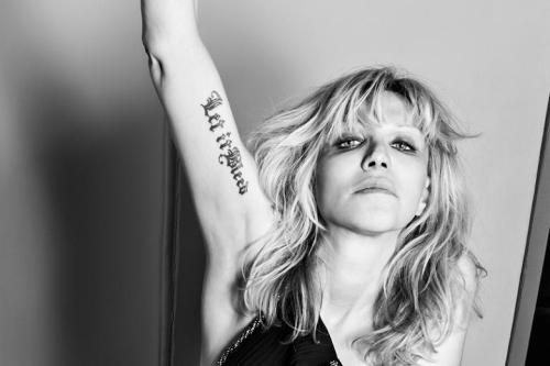 Courtney Love noir et blanc
